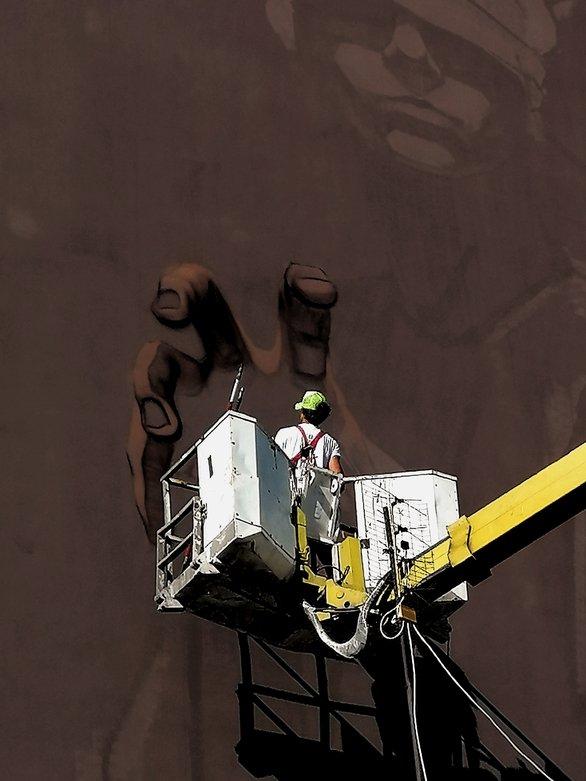 Η «10η Μούσα» - Έτοιμη η 7η τοιχογραφία του ArtWalk στην Πάτρα! (φωτο)